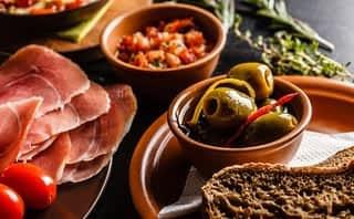 Axon buys restaurant chain Cañas y Tapas